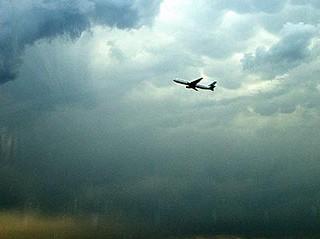 20101011-airplane-take-off