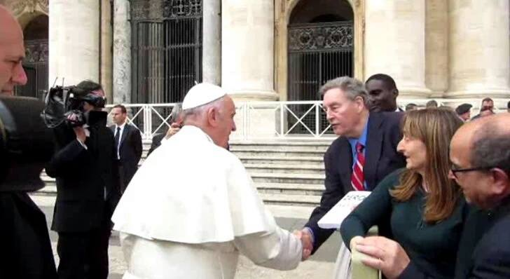 Paul Connett Hand Delivers Zero Waste Book to Pope Francis