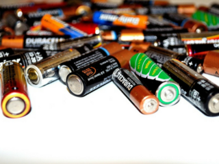 https://pixabay.com/en/battery-recycling-energy-batteries-22119/